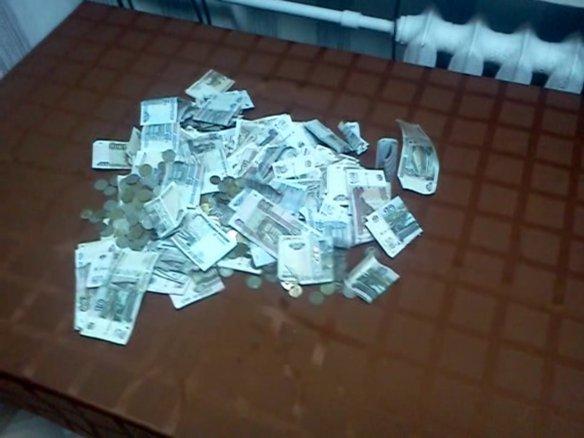 Фото с подсчета, Сбор денег 2 августа
